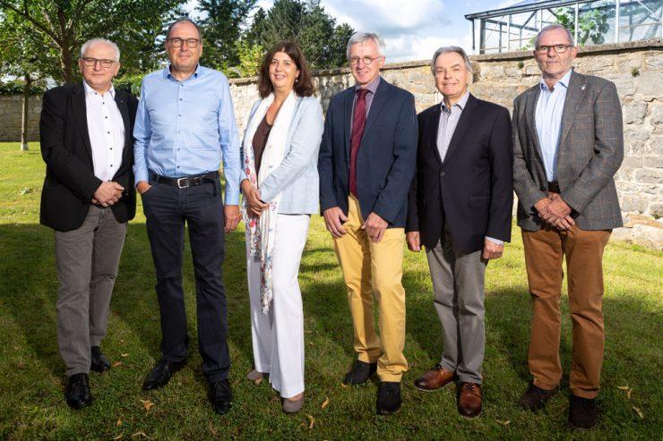 vlnr Pastor Peter Dries, Robert Brandt, Yvonne Christmann, Norbert Bergmans , Günther Lorreng und Bürgermeister Erwin Güsting